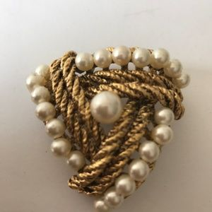 ST JOHN GOLD TONE PIN FAUX PEARLS ROPED METAL
